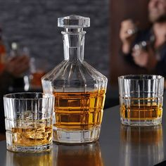 This set is essential for the perfect whiskey experience. Two stable glasses with original dodecagonal facets complement the high quality carafe with glass stopper. #whiskeylover #homebar #whiskeyset #whiskeyglass