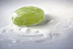 How to Make Soothing Cucumber Soap **Cold process, should cure at 2 weeks, per some, or at least 6 wks, per others** Cucumber On Eyes, Cucumber Mask, Cucumber Juice, Soap Making Recipes, Homemade Soap Recipes, Tea Recipes, Homemade Gifts, Diy Gifts, Coconut Oil Soap