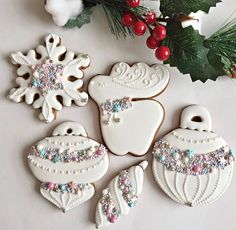 How gorgeous are these Christmas cookies by ? That sprinkle mix is stunning! Cute Christmas Cookies, Iced Cookies, Christmas Sweets, Christmas Cooking, Christmas Goodies, Holiday Cookies, Holiday Baking, Christmas Desserts, Cupcake Cookies