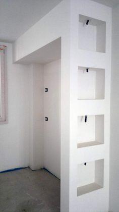 Le salon avec les niches en placo canape ikea karlstad et coussin ikea tabl - Ikea bibliotheque basse ...