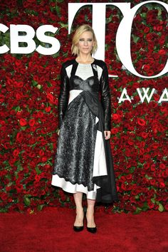 Cate Blanchett en robe Louis Vuitton de la collection automne-hiver 2016-2017 et escarpins Louis Vuitton