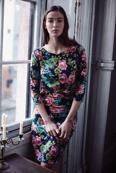 British floral scalloped neck shift dress