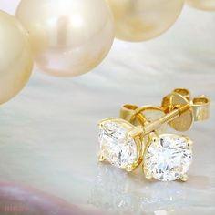 Classic diamond studs... love to find those under the tree... ❤️ 🌲 #mytruelovegavetome #ninassayslove #ninasjewellery