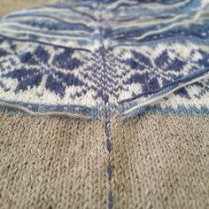 ~ I kveld skal symaskinen frem for nå har jeg gjort kofta klar her er det søm og trådfesting på en gang. Gjør du det slik? Dette er genialt, i hvert all for oss som ikke synes trådfesting er så artig |My way of preparing for Some sewing #knittinglove #strikking #knitting #sandnesgarn #alpakka #nancykofte #diy #knit #knittersofinstagram #instaknit #inlove #inspiration #knits #diy #strikkemamma #ego #egostrikk Projects To Try, Knitting, Instagram Posts, Threading, Tricot, Cast On Knitting, Knitting And Crocheting, Crocheting, Cable Knitting