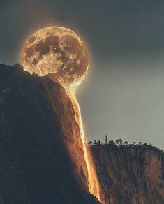 Mond im Wasserfall