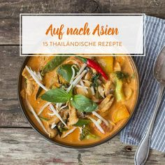 Schmeckt nach Urlaub: Rotes Thai Curry mit Hähnchen It tastes like a holiday: wonderfully creamy and pleasantly spicy. With broccoli, chicken breast, peppers and coconut milk also a real satiety. Thai Recipes, Pork Recipes, Asian Recipes, Veggie Recipes, Hamburger Meat Recipes, Sausage Recipes, Sweet Sticky Rice, Thai Mango, Sticky Rice Recipes