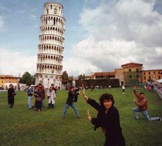 Martin Parr - Leaning Tower Of Pisa. Small World Martin Parr, Magnum Photos, Small World, World Photography, Street Photography, Photography Awards, Urban Photography, Color Photography, White Photography