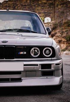 Insane BMW Close Up ! * Wat is je favoriete BMW-model? Bmw E30 M3, E46 Cabrio, Carros Bmw, Bmw Wallpapers, Bmw Autos, Bmw Classic Cars, Street Racing Cars, Bmw Love, Bmw Models