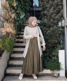 Modest Fashion Hijab, Modern Hijab Fashion, Street Hijab Fashion, Casual Hijab Outfit, Hijab Fashion Inspiration, Hijab Style Dress, Look Fashion, Fashion Outfits, Ootd Hijab
