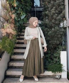Modest Fashion Hijab, Modern Hijab Fashion, Street Hijab Fashion, Modesty Fashion, Hijab Fashion Inspiration, Look Fashion, Fashion Outfits, Long Skirt Fashion, Hijab Style Dress