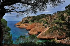 s'Agaró (Catalan pronunciation: [səɣəˈɾo]) is an upmarket resort on the Costa Brava between Sant Feliu de Guíxols and Castell-Platja d'Aro in Spain.  In the early 1920s Josep Ensesa Gubert, the son of a successful Girona industrialist, persuaded his  Barcelona Airport Private Arrival Transfer ! Excursions specialist in Barcelona The Catalan architec