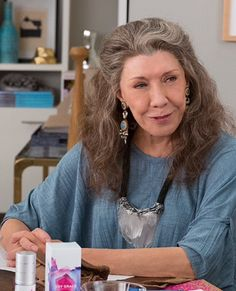 Grace and Frankie crystal necklace Fashion Over 50, Star Fashion, Boho Fashion, Frankie Clothing, Style And Grace, My Style, Lily Grace, Advanced Style, Boho Outfits