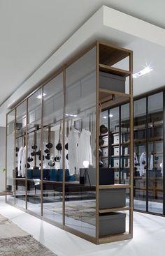 Freestanding closet system, Ego by Poliform.     Questa soluzione potrebbe essere divertente per un armadio.
