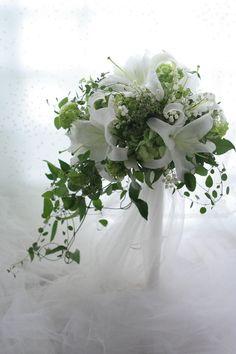 キャスケードブーケ ユリのカサブランカで 神田教会様へ : 一会 ウエディングの花 White Wedding Bouquets, Floral Wedding, Wedding Flowers, Love Flowers, White Flowers, White Lilies, Wedding Goals, Lily Of The Valley, Greenery