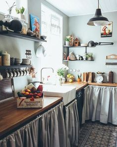 A magic place for children to play, a relaxing home for adults to enjoy. Decor Interior Design, Interior Decorating, Shabby Chic Kitchen Decor, Kitchen Corner, Kitchen On A Budget, Cuisines Design, Cool Kitchens, Home Furniture, Home Goods