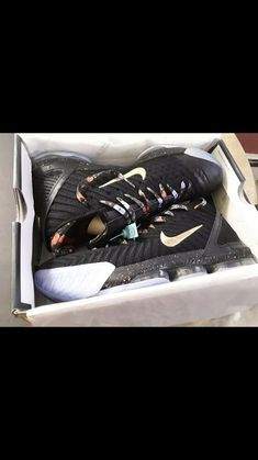 a87395c21c28 Nike lebron 16 -Watch The Troné-New Size 11  fashion  clothing