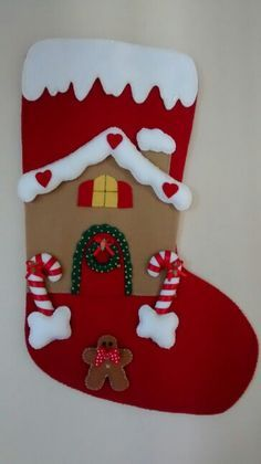 bota-natal-feltro12 Wall Christmas Tree, Felt Christmas Stockings, Christmas Stocking Pattern, Felt Christmas Decorations, Christmas Applique, Diy Christmas Ornaments, Christmas Home, Christmas Planning, 242