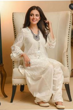 Pakistani Fashion Party Wear, Pakistani Formal Dresses, Abaya Fashion, Pakistani Outfits, Indian Dresses, Indian Fashion, Pakistani Couture, Stylish Dresses For Girls, Lovely Dresses