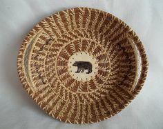 Pine Needle Crafts, Nantucket Baskets, Christmas Gifts To Make, Pine Needle Baskets, Basket Crafts, Bubble Art, Pine Needles, Gourd Art, Craft Stick Crafts
