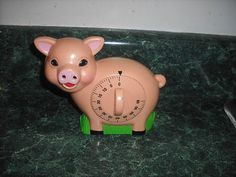 Vintage Pig Kitchen Timer have this oinker Pig Kitchen, Cute Kitchen, Vintage Kitchen, Awesome Kitchen, Egg Timer, Kitchen Timers, This Little Piggy, Cute Pigs, Baking Tins