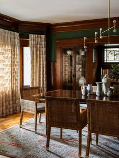 House Tour :: A Historic Craftsman Mingles with Modern Sophistication - coco kelley coco kelley Craftsman Interior, Modern Craftsman, Craftsman Dining Room, Craftsman Houses, Craftsman Style, Formal Living Rooms, Living Room Sofa, Dining Rooms, Living Room Seating