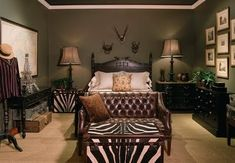 Safari Home Decor.love this, minus the zebra print/skins Safari Room, Safari Living Rooms, Safari Home Decor, Safari Decorations, Home Decor Uk, My Living Room, Safari Theme Bedroom, Safari Bathroom, Safari Chic
