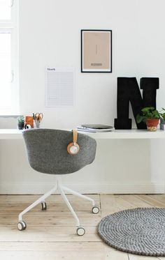 Office furniture wooden table chairs on wheels Desk