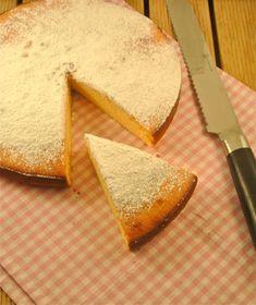 Heerlijke cake met gecondenseerde melk - Food and drink - Cake Recipes Dessert Cake Recipes, Sweet Desserts, Sweet Recipes, Berry Smoothie Recipe, Easy Smoothie Recipes, Beignets, Condensed Milk Cake, Sweet Bakery, Sweet Pie