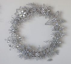 Sadie Priss: Pottery Barn-inspired Winter Wreath - definitely a Dennis/Korey or Mo thing! Winter Diy, Winter Christmas, Christmas Wreaths, Christmas Decorations, Xmas, Winter Wreaths, Holiday Decorating, Christmas Ideas, Wreath Crafts