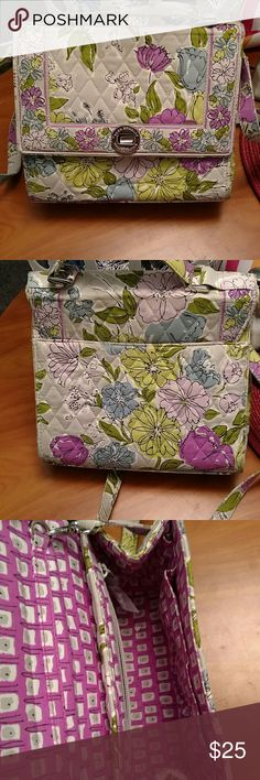 Vera Bradley cute purse Lightly used in great condition Vera Bradley Bags Crossbody Bags