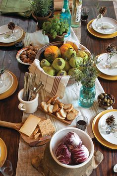 Tips for Setting Your Autumn Table Simply beautiful.