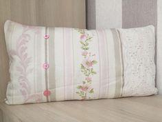 Coussin fait-main 48x25 broderie anglaise ancienne rose blanc beige rayures fleurs boutons Shabby Chic français de la boutique Monautrefois sur Etsy