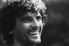 Massimo Troisi: venti motivi per cui ci manchi  Il nostro approfondimento a vent'anni dalla sua scomparsa.