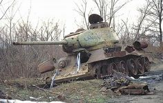 32 Astonishing Images of Soviet Tanks In Yugoslavian War - The Last War of This Deadly Tank Diorama, T 34, Abandoned Ships, Military Armor, Model Tanks, Ww2 Tanks, Panzer, Armored Vehicles, World War Two