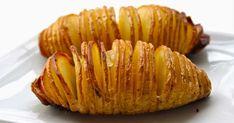 Υλικά 6 πατάτες μεσαίου μεγέθους 2 – 3 σκελίδες σκόρδο, κομμένο σε λεπτές φέτες 2 κουταλιές της σούπας ελαιόλαδο 30 γρ βούτυρο αλάτι πιπέρι λαδόκολλα Εκτέλεση Πλένουμε καλά τις πατάτες, και τις κόβουμε σε ροδέλες. Τοποθετούμε τις πατάτες στη λαδόκολλα. Βάζουμε το σκόρδο ανάμεσα στις σχισμές Ρίχνουμε Oven Fried Potatoes, Hasselback Potatoes, Sliced Potatoes, Potato Recipes, Snack Recipes, Snacks, Baked Potato Slices, Fries In The Oven, Original Recipe