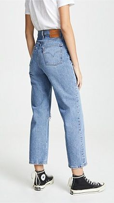 [ VISIT FOR MORE Levi's Ribcage Super High Rise Jeans The post Levi's Ribcage Super High Rise Jeans appeared first on jeans. Ripped Jeggings, Ripped Skinny Jeans, Loose Fit Jeans, Jeans Fit, Jeans Pants, Outfit Jeans, Black Mom Jeans Outfit, Mode Outfits, Jean Outfits
