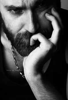 This is just gorgeous! Richard Armitage. And a different necklace,,,,