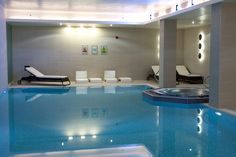 One Nights Bed & Breakfast, 30 min treatment and full use of the facilities. - £59 per person