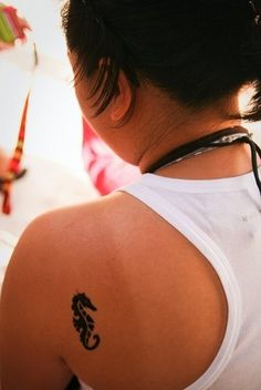 Seahorse .... If i was to ever get another tatoo, it would be one similar to this. Waterbabies represent!