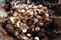 Παγωμένος σοκολατένιος κορμός, μωσαϊκό, χωρίς βούτυρο. Ένας ανελέητος πειρασμός! ⋆ Cook Eat Up! Stuffed Mushrooms, Beans, Vegetables, Food, Veggies, Essen, Vegetable Recipes, Beans Recipes, Yemek