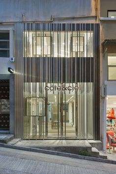 Completed in 2015 in Hong Kong. Images by Hoshing Mok. Côte&Ciel is inspired by the complementary clash between coast (côte) and sky (ciel). Linehouse's interpretation visualises the collision of...