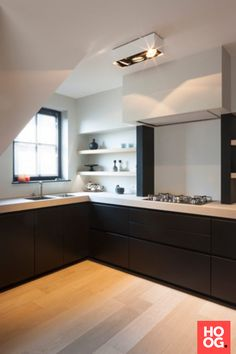 JUMA architects was contacted for the interior design of a new-build hull apartment on the coast. Hull means that the & The post Villa Perinne appeared first on HOOG.design - Exclusive living inspiration in the United Kingdom. Kitchen Interior, Kitchen Inspirations, Handleless Kitchen, Kitchen Remodel, Kitchen Decor, Contemporary Kitchen, Kitchen Remodel Small, New Kitchen, Home Kitchens