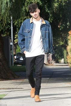 Stepping out: Zayn Malik, moved on from his awkward handshake with former 1 band-mate Niall Horan as he headed for lunch at The Pikey Club in West Hollywood on Wednesday Damn my man Cabelo Zayn Malik, Estilo Zayn Malik, Zayn Malik Fotos, Zayn Malik Hairstyle, Zayn Malik Style, Zayn Malik Photoshoot, Zayn Malik Wallpaper, Zany Malik, Rebecca Ferguson