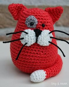Knitting Patterns Yarn Crochet cat Hello my dears today again a translation: D To the me by May . Chat Crochet, Crochet Mignon, Crochet Diy, Crochet Amigurumi, Crochet For Kids, Amigurumi Patterns, Crochet Crafts, Crochet Dolls, Yarn Crafts