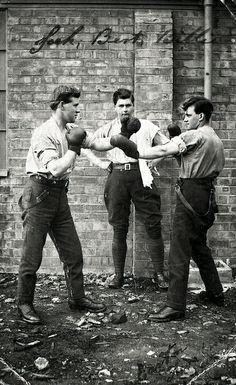 Royal Flying Corps - boxing soldiers