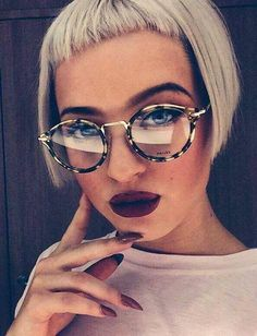 Short Hair Beauty — What do you think of her look?... Bob Haircut With Bangs, Bob Hairstyles With Bangs, Hairstyles With Glasses, Short Hair With Bangs, Short Bob Haircuts, Short Hair With Layers, Short Hairstyles For Women, Celebrity Hairstyles, Short Hair Cuts