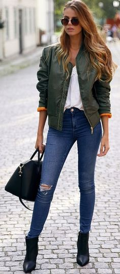 Josefin Ekstrom Green Bomber Jacket Fall Streetstyle Inspo #Fashionistas