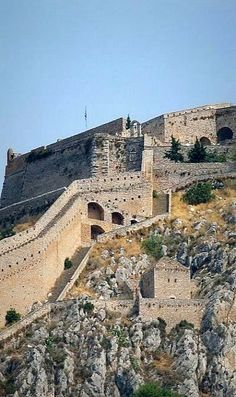 Palamidi Castle in Nafplio, Argolis, Greece Greece Tours, Greece Travel, Amazing Places On Earth, Beautiful Places, Palaces, Santorini, Greek Castle, The Beautiful Country, Beautiful Buildings