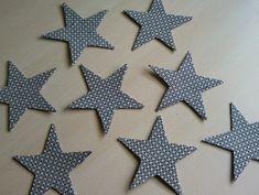 Manualidad: estrellas hechas con carton y tela vieja