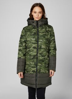 Helly Hansen Mayen coat is a fashionable insulated long coat featuring a two-tone shell fabric as well as a camo printed alternative. Metalux zippers and large puffy hood for extra comfort, protection and great looks. Get it at mallofnorway.com/ Helly Hansen, Camo Print, Zippers, Alternative, Shell, Winter Jackets, Printed, Coat, Fabric